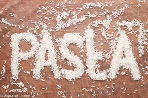 Foto van rijst die het woord pasta vormt