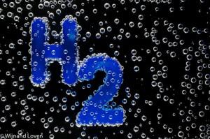 Belletjes op het symbool voor waterstof H2