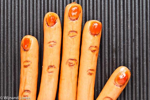 Conceptfoto van knakworsten die eruit zien als vingers