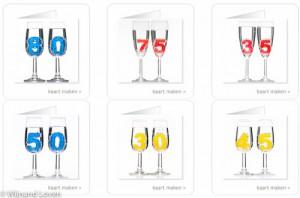 Foto's van gekleurde cijfers in champagneglazen