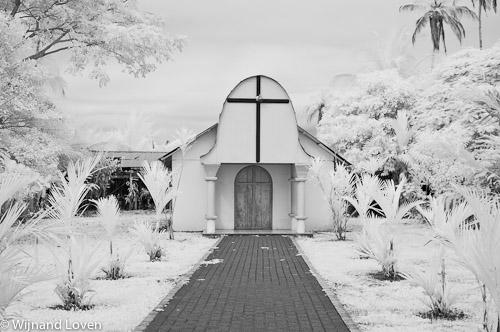 Infrarood foto van een kerkje in Toruguero in Costa Rica