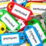 Verhuisd - stapel sleutels met gekleurde labels