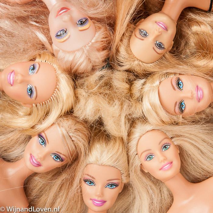Barbiepoppen in een cirkel als conceptfoto