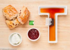 High Tea met thee en scones clotted cream en jam