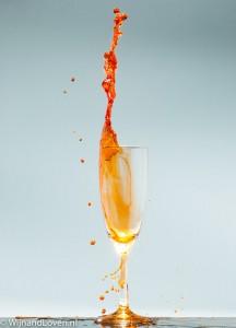 champagne glas met oranje drank - lang leve de koning