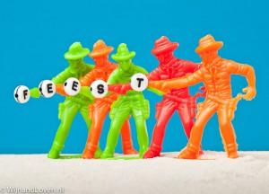 Foto van cowboys met het woord feest erop, gemaakt met een softbox