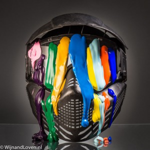 Paintballmasker met verf als conceptfoto die kan worden gebruikt voor een echte uitnodiging