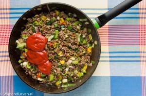 macaronischotel uit de jaren tachtig - het gehakt-groentemengsel