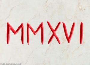 MMXVI is 2016 in Romeinse cijfers. Op deze foto is het jaartal: uitgehakt in steen.