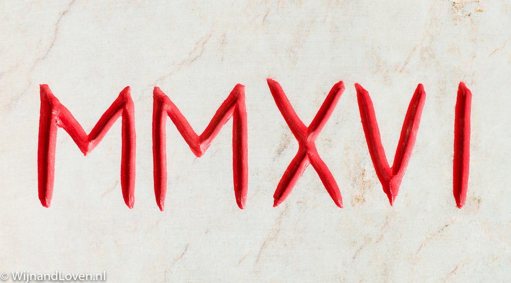 MMXVI betekent 2016 in Romeinse cijfers. Op deze foto is dit jaar uitgehakt in steen.